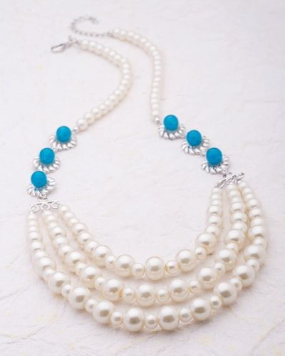 Classy Pearl Women's Necklace
