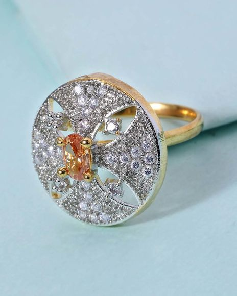 cocktail ring in round detailing for women