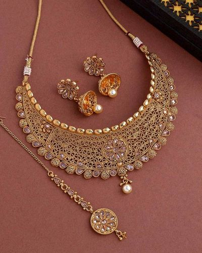 Golden Reprise Textured Copper Maang Tika Set